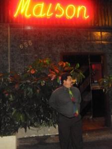 Garcia em frente ao Maison